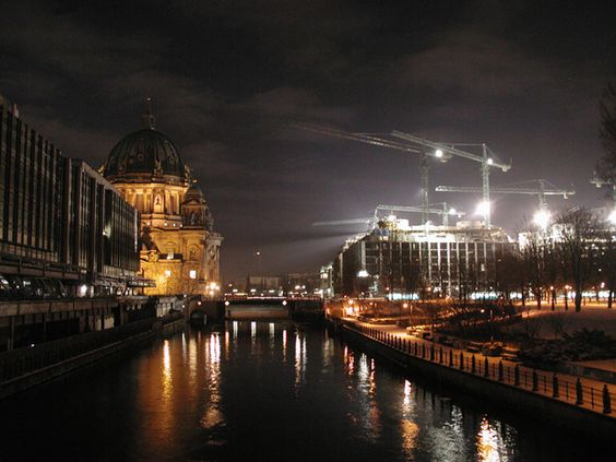 #Berlin - tolles Nachtmotiv. Sammle gerade für ein neues #Fotobuch - nur über Berlin.