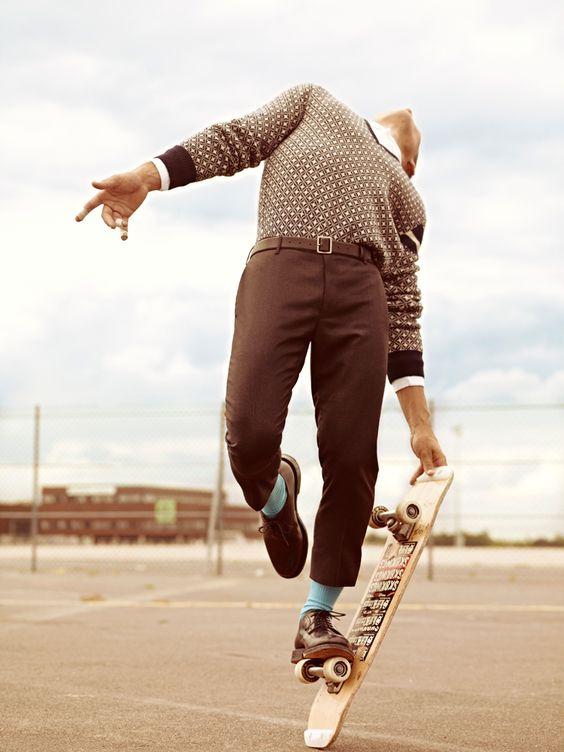 スケートボードでポージング