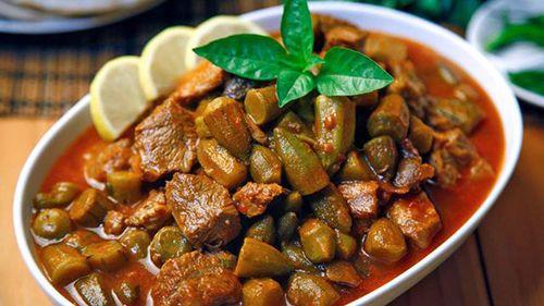 طريقة عمل البامية باللحم والصلصة خطوة بخطوة Okra Recipes Egyptian Food Okra Stew