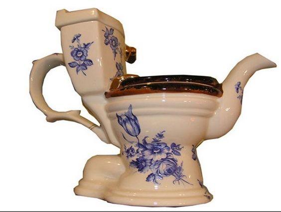 Toilet tea pot: Wee for two, madam?
