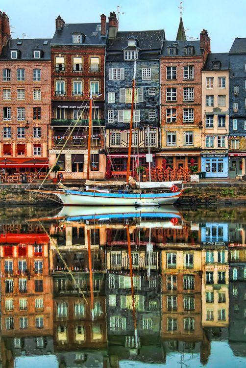 Port de Honfleur, Normandie, France  http://reserver.rendezvousenfrance.com/mashup/page/index?q=normandie&lang=