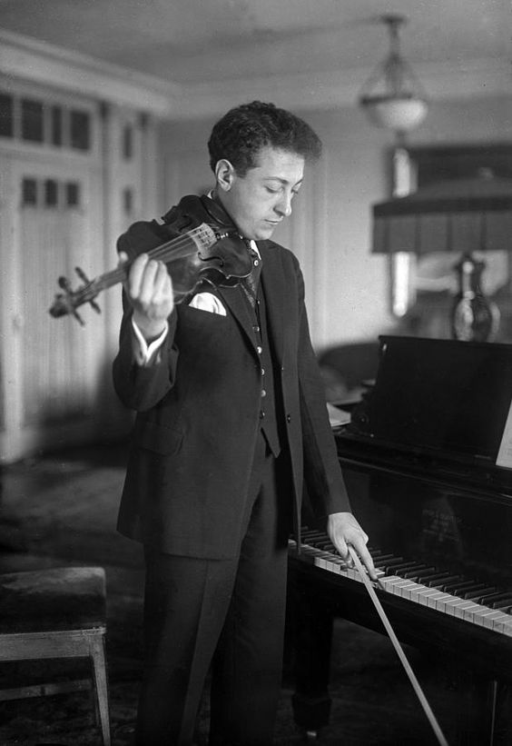 Jascha Heifetz 1901-1987 Photograph. Is this a mirrored image or a flipped photo?  Does any one know why?
