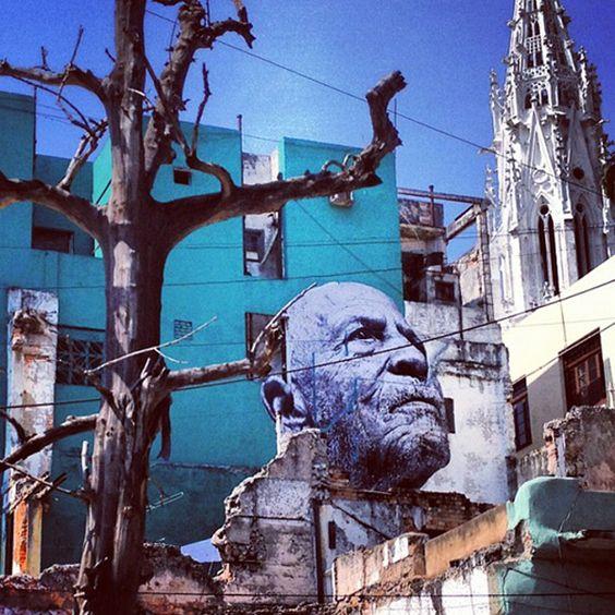 JR et José Parla, fusion de deux styles à La Havane pour le projet de JR : Les rides de la ville.