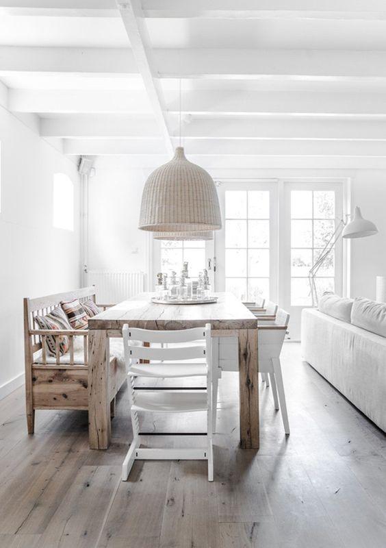 salle manger scandinave blanche amnage avec une table manger et un banc en bois - Salle A Manger Parquet Bois