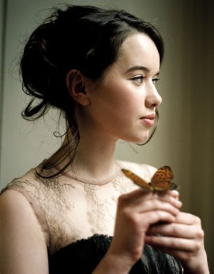 I love this look for Anna Poppawell, who plays Susan Pevensie in The Chronicles of Narnia