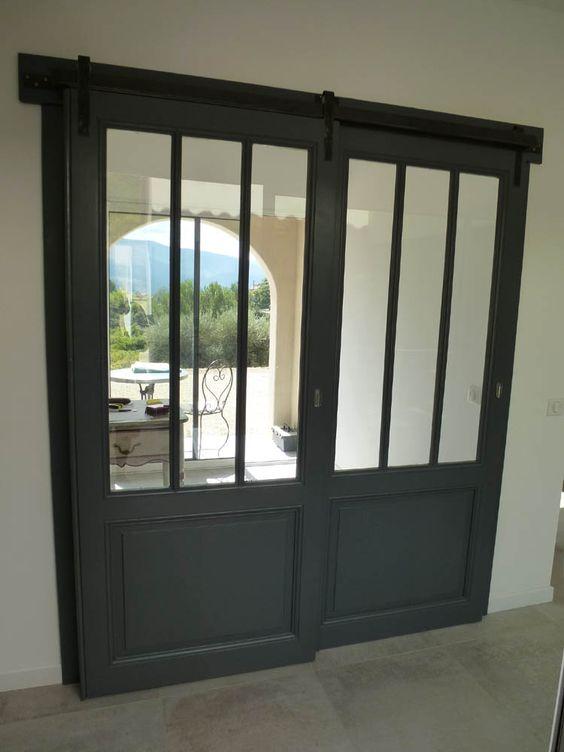 Portes coulissantes vitr e style atelier avec rail m tal - Porte vitree coulissante rail ...
