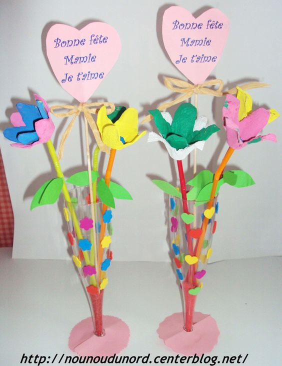 cadeaux pour la f te des mamies un bouquet de fleurs r alis avec des bo tes ufs et une flute. Black Bedroom Furniture Sets. Home Design Ideas