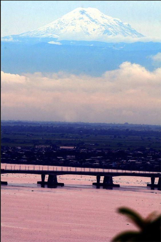 El Chimborazo visto desde Guayaquil.  Foto compartida por Alfonso Tandazo