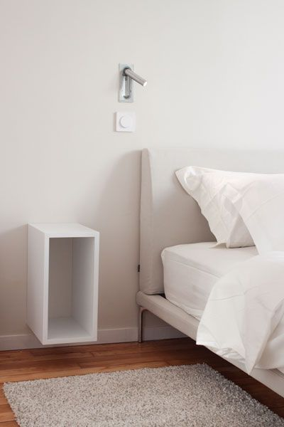 table de nuit suspendue table de nuit pinterest tables. Black Bedroom Furniture Sets. Home Design Ideas