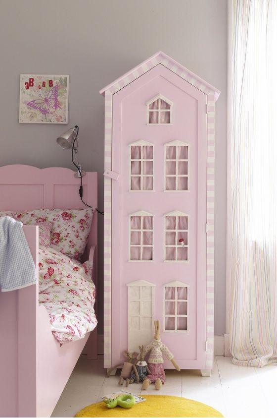 Armario infantil con aspecto de casita de muñecas.