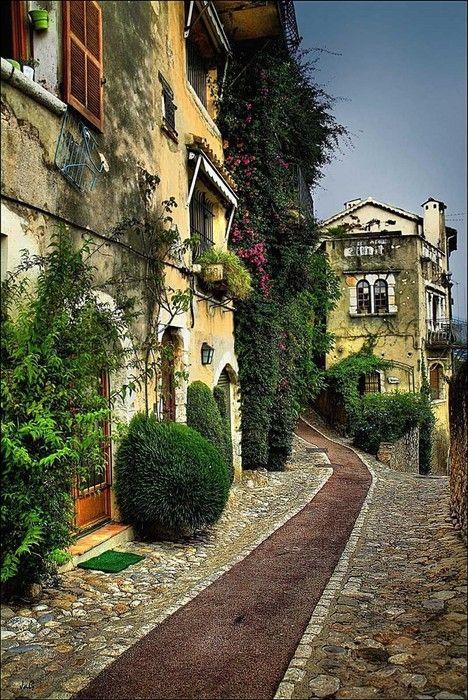 Ancient Walkway, St. Paul de Vence, France    photo via ven1952
