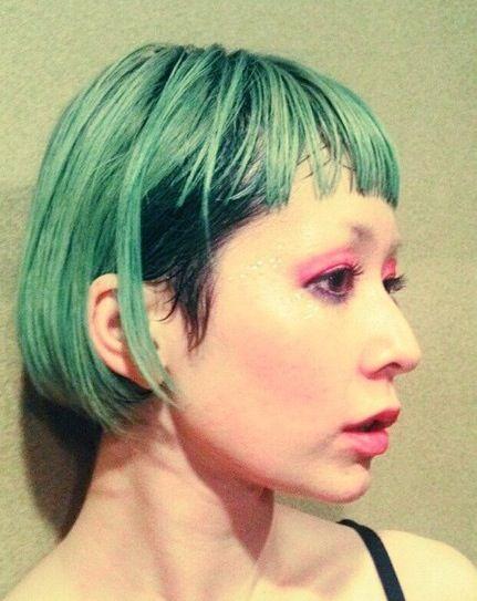 緑の髪色をした木村カエラ