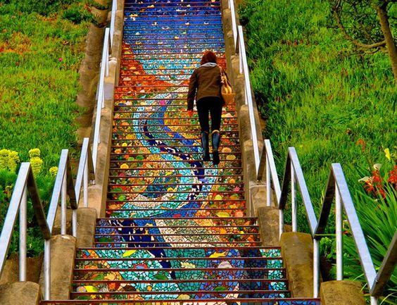 16 de las escaleras públicas al aire libre más creativamente decoradas de todo el mundo