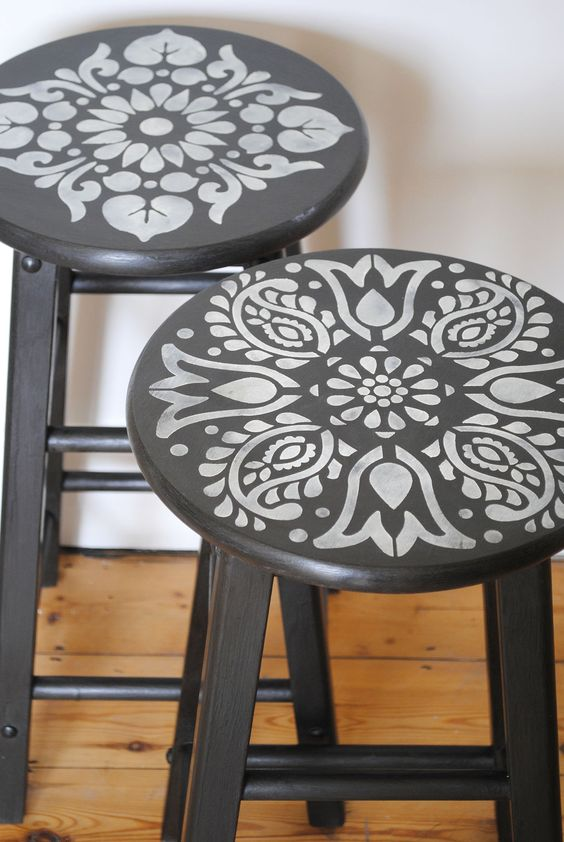 Janpath and Kota stencils on these painted stools nicolettetabram.co.uk #stencils #nicolettetabramstencils #paintedfurniture: