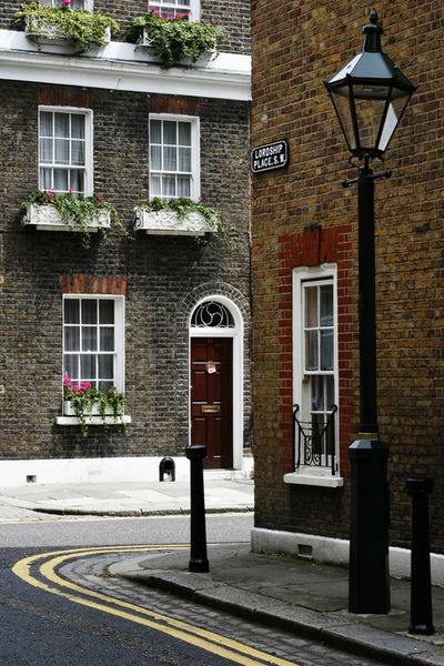 Lordship Place, Chelsea, London.    This is SO nice.   I love the atmosphere of it.