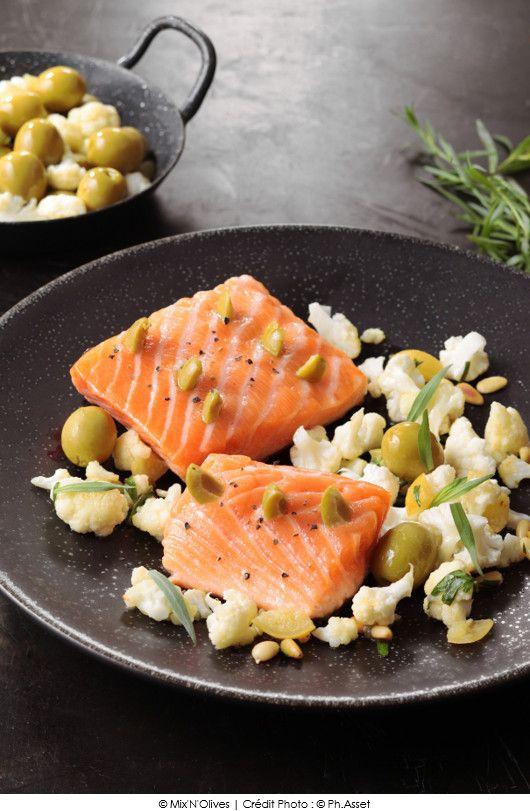 Pavé de saumon à l'unilatéral piqué d'olives vertes, chou-fleur croquant au citron confit.