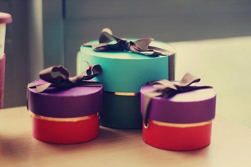 Chique combinação de cores nessas caixinhas de presente #giftbox #giftwrapping #gift