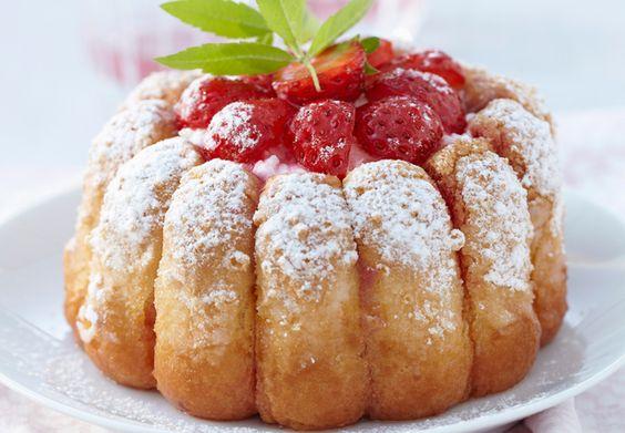 Charlotte aux fraises excellente, pour ma part j'ai mis une chantilly vanillée au lieu du fromage blanc,  ( Tupperware)