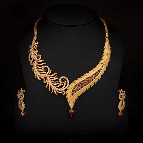 Gold Necklaces Modern