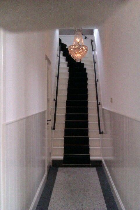 Klassieke hal trap met een traploper die er helemaal bij past trap tapijt pinterest met - Gang met trap ...