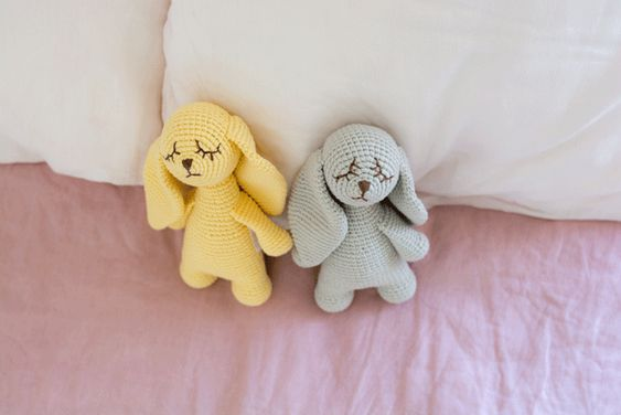 We are totally in love with every single piece: Have you seen those soft and lovely characters? Pastel tones wrap toys with own personality and own soul made with all those women's stories