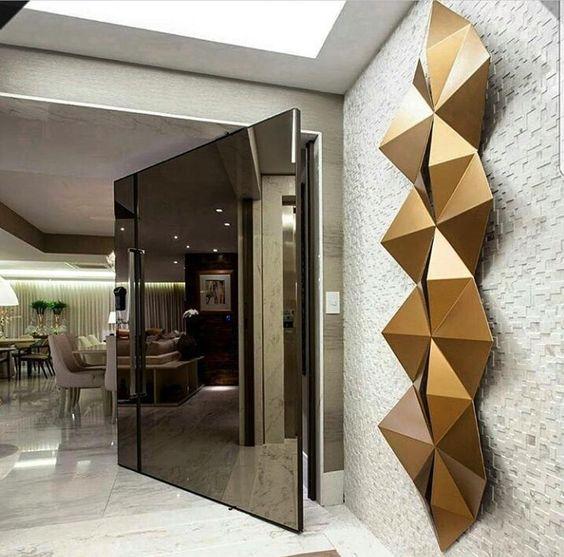 Se o hall de entrada é assim com essa porta maravilhosa fico imaginando como deve ser o resto do apartamento Projeto Flavio Moura ME SIGAM TAMBÉM @millenniummoveiseobjetos @luhpelomundo