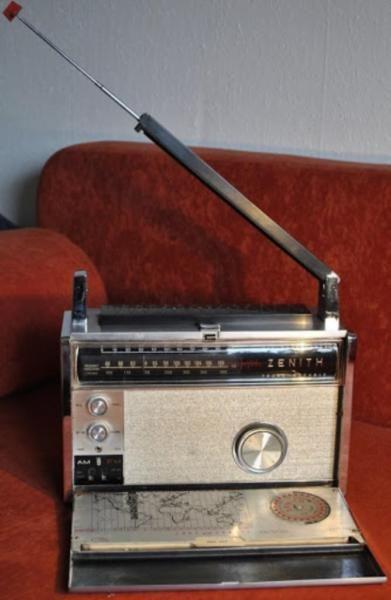 Biete hier ein funktionierendes Zenith Trans Oceanic Radio ,ca. 60iger Jahre !   Finde es ist in...,Zenith Trans Oceanic Radio in Hessen - Butzbach