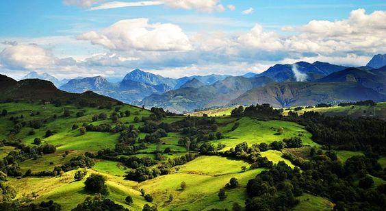 Asturias, León y Cantabria comparten el Parque Nacional más antiguo de España: los Picos de Europa, que incluye la mayor formación caliza de la Europa Atlántica. Este territorio modelado fundamentalmente por el agua y el hielo ofrece paisajes muy variados, desde altas cumbres como Torrecerredo hasta algunas de las simas más profundas del mundo, pasando [...]
