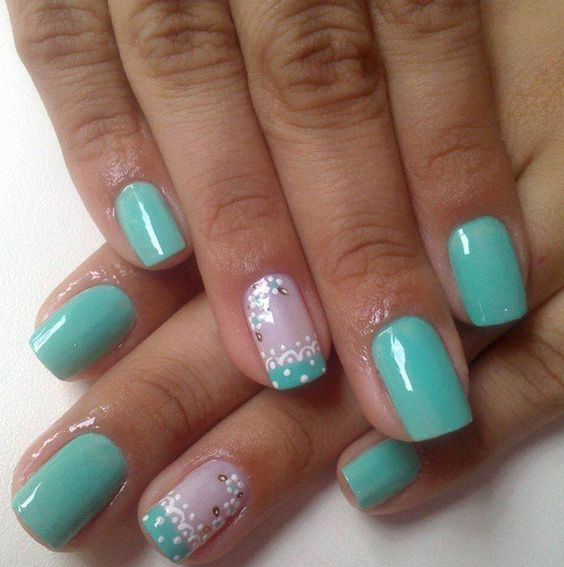 Uñas color verde menta☺