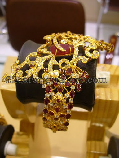 Jewellery Designs: Heavy Gold Designer Bangle