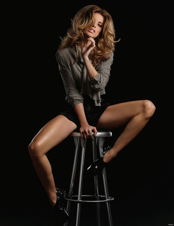 AnnaLynne McCord!! the most gorgeous girl to walk the planet!! give me your hair and your legs!!