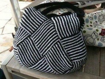 Garter Stitch Squares Bag - At the poolside