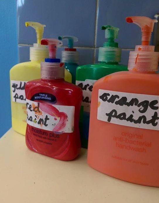 A clever way of stopping paint waste in the classroom, great back to school idea! Twinkl