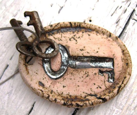 Schlüsselbretter & -kästen - Schlüsselanhänger vintage - ein Designerstück von PerlenGruen bei DaWanda