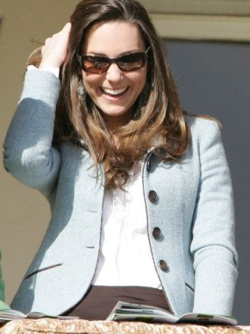 3/16/07 - Kate seems very at home in the royal box.
