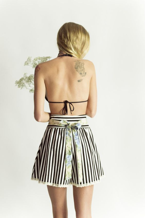 Blumen Shorts mit Gürtel und hoher Taille / high waist skirt, stripes and flowers by Chrystalshop via DaWanda.com