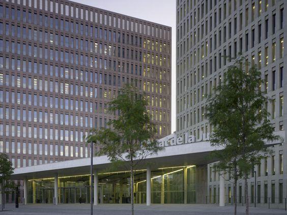 Imagen 1 de 32 de la galería de Ciudad de la Justicia de Barcelona & L'Hospitalet de Llobregat / b720 Fermín Vázquez Arquitectos + David Chipperfield. Fotografía de Christian Richters