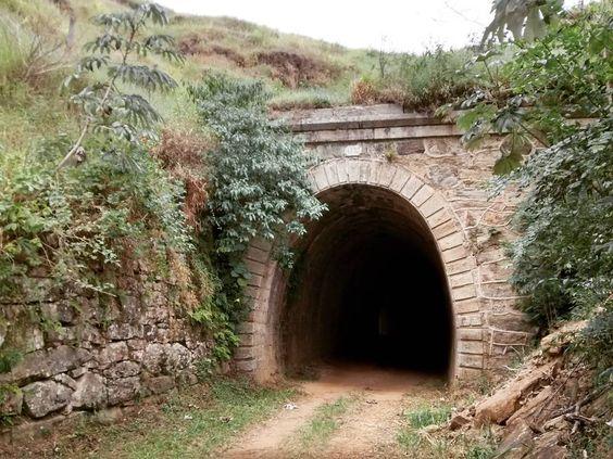 Antigo Túnel da Rede Mineira Viação.  #tunnel #ipiabas #valedocafe #iot by lucassiqueira85