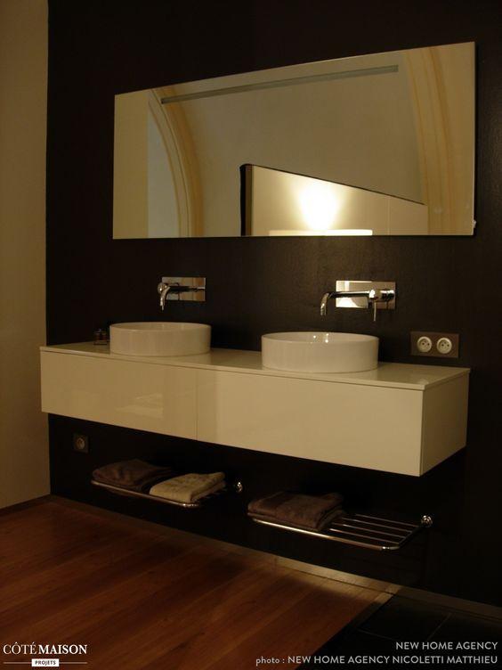 salle de bains avec du parquet style noir et blanc 2 lavabos grand - Grand Lavabo Salle De Bain