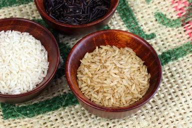 Rice Varieties on Burlap - Lilli Day/Stockbyte/Getty Images