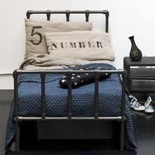 Chambre d 39 enfant gar on linge de lit style industriel lit - Tete de lit style industriel ...
