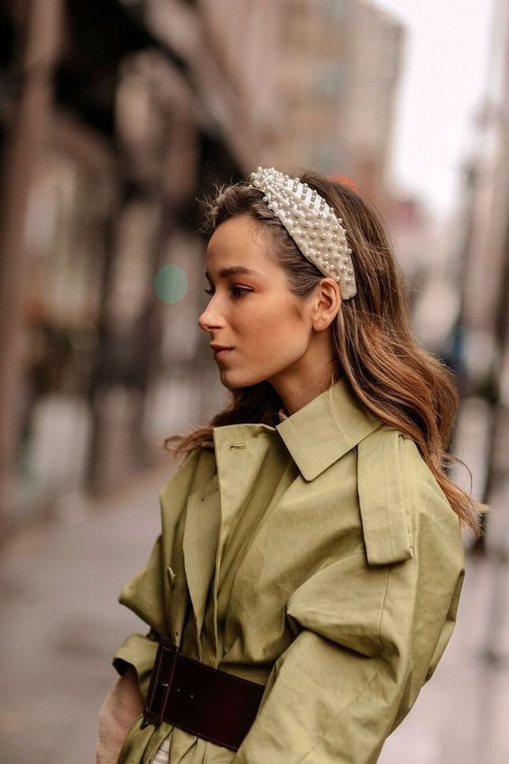 17 Stylish Outfits With Pearl Headbands Glamsugar Com Fashion Week Hair Nyfw Street Style Hair Accessories For Women