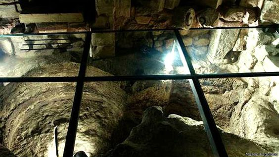 Família italiana descobre tesouro arqueológico durante reforma de banheiro