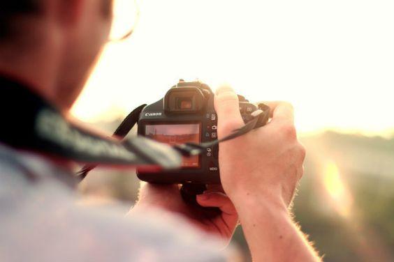 Les vacances sont finies et la majorité de vos photos sont ratées ? Voici quelques astuces pour mieux tirer parti de votre appareil photo !