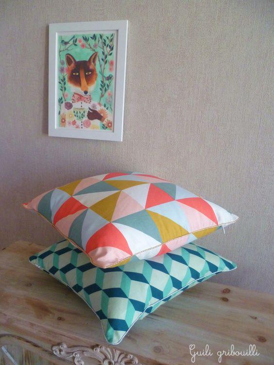 coussin aux motifs graphique et scandinaves guili gribouilli chambre b b scandinave pinterest. Black Bedroom Furniture Sets. Home Design Ideas