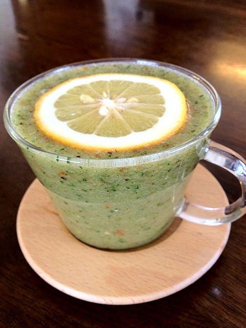 今日の一杯 スイカ・パイナップル・ゴールドキウイ・メイヤーレモン・プチトマト・小松菜 フルーツメインで美味しっ - 6件のもぐもぐ - グリーンスムージー by komamie