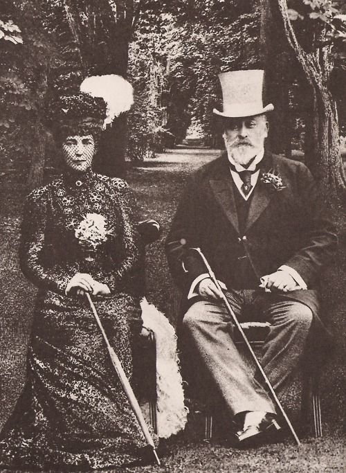 earwigbiscuits:    King Edward VII and Queen Alexandra, c.1908