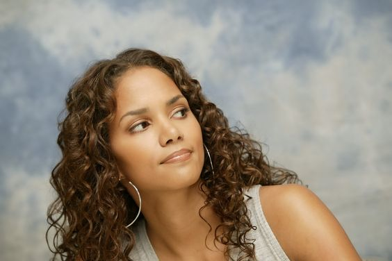 Halle Berry - Full size