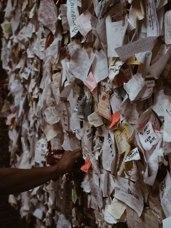 Shakespeare, Romeo and Juliette, Verona Travelguide, Unternehmungen Verona, Guide Italien, Haus der Julia, Julia Balkon Verona, Liebesbriefe Julia Verona Italien, Liebesbriefe Romeo Julia, Liebe, Notizen Liebe, Notes of love