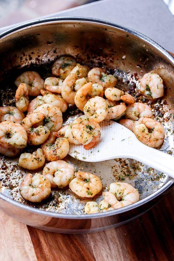 Lemon Paprika Garlic Prawns   http://cafedelites.com